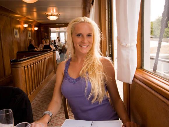 Michaela beim Abendessen